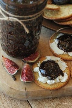 "This looks too yummy for words. Balsamic Peppercorn Fig Jam from ""girl. Fig Recipes, Jelly Recipes, Canning Recipes, Fig Jelly, Jam And Jelly, Salsa, Sweet Butter, Pots, Fresh Figs"