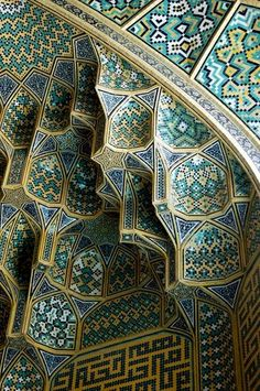 Tile work of the Masjid-e Imam mosque (Imam Mosque Isfahan) in Iran. #WOWattractions  Iran Travel  Acceda a nuestro blog encuentre mucha más información   https://storelatina.com/iran/travelling  #יראַן #ايران #ईरान