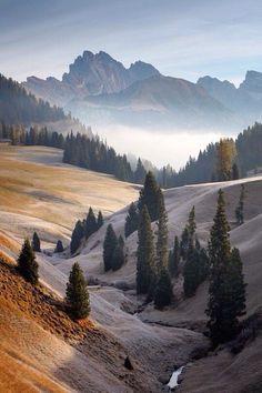 different-landscapes: Dolomites Martin Rak - Travel / Wanderlust -You can find Wanderlust and more on our website.different-landscapes: Dolomites Martin Rak - Travel / Wanderlust - Beautiful World, Beautiful Places, Beautiful Pictures, Beautiful Sunset, Nature Photography, Travel Photography, Photography Backgrounds, Photography Lighting