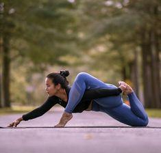 Pretty yoga poses and Beautiful woman Daily Picdump Pics) Yoga Flow, Yoga Bewegungen, Sup Yoga, Yoga Nidra, Yoga Moves, Yoga Sequences, Ashtanga Yoga, Iyengar Yoga, Yoga Routine