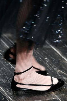 Valentino Fall 2016 Ready-to-Wear Accessories Photos - Vogue Zapatos Shoes, Shoes Heels, High Heels, Sock Shoes, Shoe Boots, Fashion Shoes, Fashion Accessories, Paris Fashion, Cozy Fashion