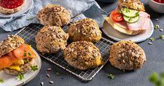 Grove, eltefrie rundstykker - minimal innsats, kjempegod smak | Oppskrift | Meny.no 20 Min, Scones, Muffin, Beef, Baking, Breakfast, Minimal, Ethnic Recipes, Food
