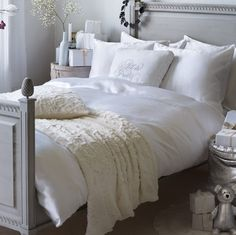 gray + white bedroom Dream Bedroom, Home Bedroom, Bedroom Decor, Bedroom Ideas, Master Bedroom, Beautiful Bedrooms, Beautiful Interiors, French Interiors, Cream And White Bedroom