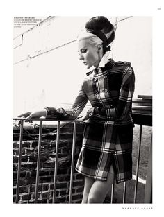 Daphne Guinness Heiress, Muse, designer, collector of haute couture and the mother of three children. Daphne Guinness (her full name - Daphne Suzanne Diana Joan Guinness) was born in 1967 in the family brewery heir Jonat Daphne Guinness, Black White Photos, Dark Beauty, Harpers Bazaar, Three Kids, Star Fashion, Cool Kids, Style Icons, Editorial Fashion