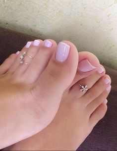 her toes are so beautiful! Pretty Toe Nails, Cute Toe Nails, Pretty Toes, Toe Nail Art, Feet Soles, Women's Feet, Pies Sexy, Sexy Zehen, Nice Toes