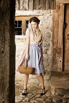 Dirndlkleid Martha  dirndlkleid  waschdirndl  juliatrentini Julia Trentini,  Oktoberfest Outfit, Flattering Dresses 0430627f01