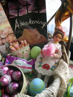 The 2014 Easter Basket Tour is Here!  Looking for gifts for your family's Easter baskets? Check out these basket ideas, which use second-hand treasures, locally-found items, and fun Catholic fiction from Chesterton Press!