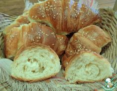 "Рогалики ""Как пух""»:Тесто Дрожжи (сухие) — 2 ч. л. Мука пшеничная / Мука — 500 г Соль — 1.5 ч. л. Сахар — 3 ст. л. Молоко сухое — 3 ст. л. Масло сливочное — 2 ст. л. Вода — 280 мл Deserts, Rolls, Bread, Recipes, Food, Buns, Brot, Recipies, Essen"