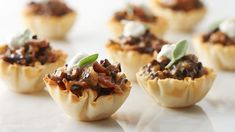 These party-ready appetizers are travel-friendly, taste great at room-temperature and require very little fuss. Just make, pack, serve and devour. Pancetta, mushrooms and herbs combine to make this easy and decadent crispy appetizer in just 40 minutes. Best Thanksgiving Appetizers, Potluck Appetizers, Best Party Appetizers, Potluck Recipes, Appetizer Dips, Appetizer Recipes, Cooking Recipes, Potluck Ideas, Friendsgiving Ideas
