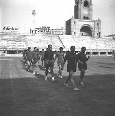 Allo stadio dall'Ara il Bologna calcio si prepara ad affrontare il Torino. Il grande Bologna calcio e il grande Toro.