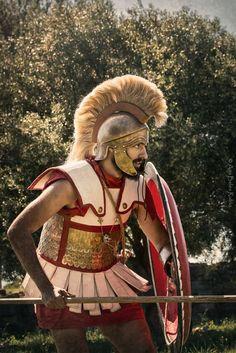 Greek Shield, Greek Soldier, Ancient Armor, Classical Greece, Hellenistic Period, Ancient History, Greek History, Greek Warrior, Mycenaean