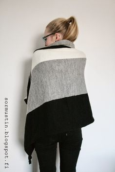 Sormustin: Koneneulottu peitto. Blanket knitted with knittingmachine.