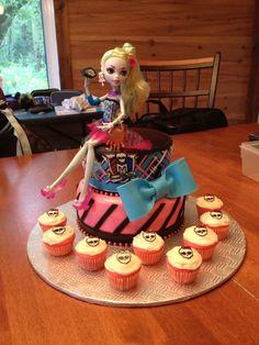 Gâteau monstre hight Cake, Desserts, Food, Pie Cake, Meal, Cakes, Deserts, Essen, Hoods