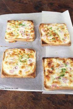 Flammkuchen-Toast so einfach und so super lecker! Flammkuchen Toast so easy and so delicious! The post Flammkuchen Toast so easy and so delicious! appeared first on Flammkuchen Toast. Tapas, Toast Pizza, Snack Recipes, Cooking Recipes, Sandwich Recipes, Soul Food, Finger Foods, Food Inspiration, Food Porn
