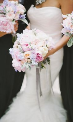 Featured Photographer: Mango Studios; www.mangostudios.com; Wedding bouquet idea.