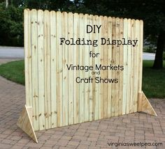 diy folding display for craft shows and markets, crafts, or to hide garbage & recycling cans. Vendor Displays, Craft Booth Displays, Market Displays, Craft Booths, Displays For Craft Shows, Vintage Booth Display, Retail Displays, Store Displays, Craft Show Booth Display Ideas Layout