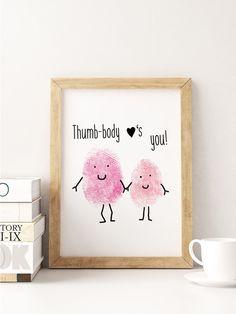 """Weiteres - A5 Print Spruch """"thumb-body loves you"""" - ein Designerstück von Beiderhase bei DaWanda #thumbsup #daumen #cute #sweet #love #liebe #spruch #quote #deko #geschenk #herz #heart #words"""