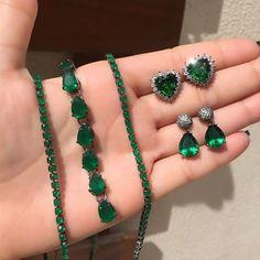 Pinterest: @aleesouzaa 🦄 I Love Jewelry, Jewelry Sets, Jewelry Accessories, Fashion Accessories, Fashion Jewelry, Bijoux Design, Jewelry Design, Emerald Jewelry, Or Rose
