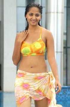 Actress Photo Hub: Anushka Bikini Photos