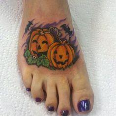 Halloween Pumpkin Tattoo On Right Foot Pretty Tattoos, Cute Tattoos, Unique Tattoos, Beautiful Tattoos, Body Art Tattoos, Tatoos, Henna Tattoos, Mom Tattoos, Color Tattoo