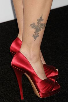 Drew Barrymore Feet Tat Picture