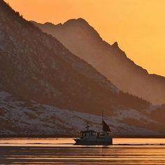 Sjark på Austnesfjorden,Lofoten 👋🏻 Fishing boat,Lofoten islands 🇳🇴👋🏻 #lofotposten #nrknordland #igscglobal #igscscandinavia #ig_nordnorge #northnorway2day #highlightsnorway #toplofotenphoto #lofoteninfo #nikon #nikond7200 #fisherman #fishingboat #visitnorway #visitlofoten #visitnorthernnorway