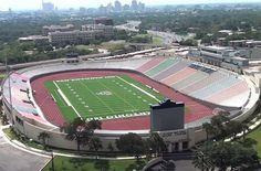 When you love something as much as Texans love football, you build monuments to it. Here are 10 of the biggest high school football stadiums in Texas. Football Stadiums, Football Field, Texas High School Football, School Sports, Sports Stadium, Texas Travel, Cool Countries, Country Life, San Antonio