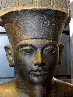 Statue of the god Amon, Detail. Reign of Pharao Tut-Ankh-Amon, Diorit.  Pharao Tut-Anch-Amun; Mutnedjmet Louvre, Paris  Statue des Gottes Amun, Detail Regierungszeit des Pharao Tut-Anch-Amun, Diorit