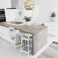 natural-wood-kitchen-counter