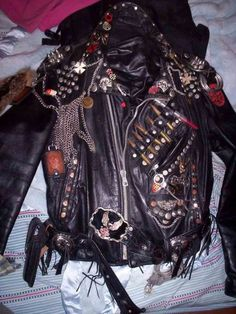 Punk Jacket with Chains and Bullets Alternative Outfits, Alternative Fashion, Punk Fashion, Diy Fashion, Street Fashion, Punk Outfits, Cool Outfits, Estilo Punk Rock, Grunge Jacket
