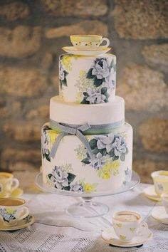 Brides: 10 Vintage-Floral Wedding Cakes