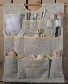 Fabric Organizer - Geben Sie Details an Bathroom Organisation, Wall Organization, Fabric Crafts, Sewing Crafts, Wall Hanging Storage, Learning To Embroider, Organize Fabric, Small Sewing Projects, Crochet Flower Patterns