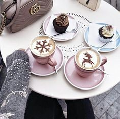 Coffee Café Chocolate té Tea on We Heart It Momento Cafe, Cappuccino Machine, Italian Coffee, Latte Art, Coffee Cafe, Coffee Break, Diy Food, Hot Chocolate, Christmas Time