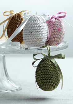 11 Easter Decoration Ideas with Eggs, Flowers and Paper Easter Holidays, Twine, Different Colors, Easter Eggs, Crochet Hats, Paper, Creative, Flowers, Spring