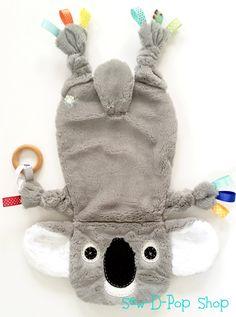 Jouet bébé Koala, couverture de bébé Koala en peluche doudou Lovey fait à la main avec amour à la perfection et fait de matériaux de haute qualité tissu doux minky. ♥One d'un doudou de bébé unique genre, personnaliser votre propre pour votre précieux petit ! ♥ ♥♥Handmade avec amour à
