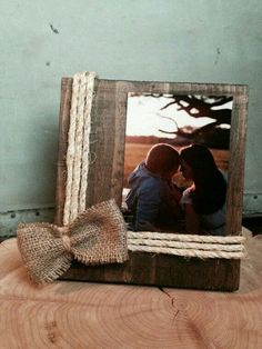 Hand made rustic wooden frame with twine and burlap accents. Frame is approximately 7 inches wide and 8 inches tall. Frame is made to fit Cute Crafts, Crafts To Do, Arts And Crafts, Diy Projects To Try, Wood Projects, Craft Projects, Burlap Projects, Pallet Projects Signs, Burlap Crafts