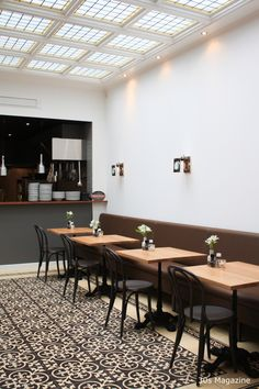 The most recent addition to culinary Leiden is the small and cozy bistro Jeanpagne on Nieuwe Rijn 27 . Small Restaurant Design, Cool Restaurant, Restaurant Interior Design, Chinese Restaurant, Pizza Restaurant, Restaurant Ideas, Cafe Black, Small Restaurants, Cafe Bistro
