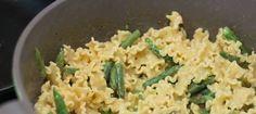 Con vegetales, sobras, pestos, pescado o en frío la pasta es una opción muy fácil y rica que admite un montón de acompañantes para preparar cenas resultonas en un plis.