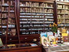 L'Herboristerie de Paris propose des plantes médicinales, des tisanes, infusions, huiles essentielles, phytoconcentrés, huiles végétales... Les plantes au service de votre bien-être.