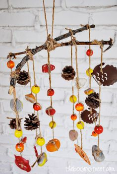 Easy Thanksgiving Crafts for Kids Wind Chime Sticks, Pine-cones, rocks and Beads. Easy Thanksgiving Crafts for Kids Fall Crafts For Toddlers, Craft Projects For Kids, Art Projects, Project Ideas, Easy Fall Crafts, Thanksgiving Crafts For Kids, Christmas Holidays, Christmas Tree, Preschool Crafts