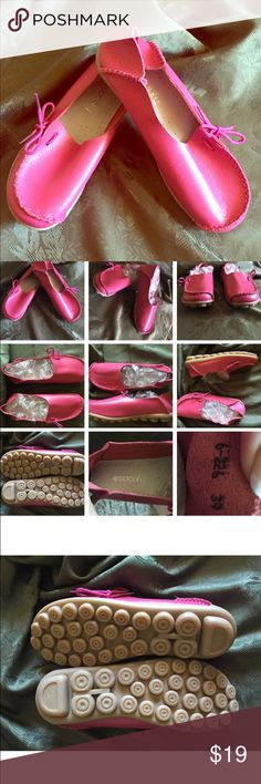 SOCOFY WOMENS PINK LEATHER SLIP ON COMFORT LOAFERS SOCOFY WOMENS PINK LEATHER SLIP ON COMFORT LOAFERS SIZE 39/US SIZE 8SOCOFY ---------------------------------------- WOMENS PINK LEATHER LOAFERS SIZE 39 US SIZE 8 MED WIDTH LEATHER UPPERS, LINING RUBBER SOLES Measures from heel to toe 11 inches    I do my best to describe all my items .  Please view all pictures as they are a large part of my  descriptions .Colors may slightly be off or slightly vary due to camera flash or lighting - All…