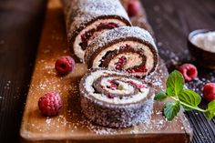 Low Carb Chocolate Roll Cake with Raspberry Coulis Kokos Desserts, Köstliche Desserts, Coconut Recipes, Baking Recipes, Raspberry Roulade, Chocolate Roll Cake, Eat Fat, Christmas Desserts, Tray Bakes
