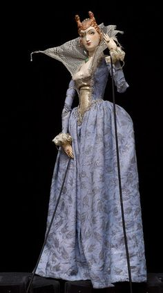 Courtesan from scraping the trunk by Richard Teschner (1945). Rod puppet made of linden wood painted, wood pulp, paperback cotton, lace~Image © Theatre Museum, Vienna