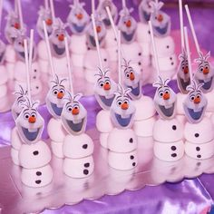 fiesta frozen Olaf marshmallow Www. Disney Frozen Party, Frozen Themed Birthday Party, Frozen Party Food, Frozen Themed Snacks, Frozen Pinata, Themed Parties, Elsa Birthday Party, Olaf Party, Birthday Party Themes