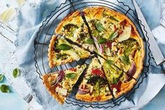 Zucchini slice Tart Recipes, Salad Recipes, Savoury Recipes, Vegetarian Quiche, Vegetarian Meals, Healthy Meals, Healthy Spring Recipes, Roasted Capsicum, Pork Belly