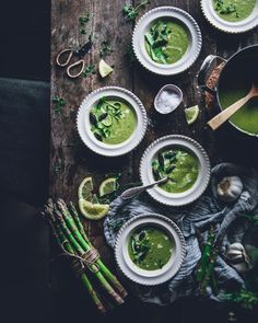 Green & Creamy Asparagus Soup - Nordic Violet Creamy Asparagus, Asparagus Soup, Hand Blender, Get Fresh, Fresh Green, Food Photography, Eat, Ethnic Recipes, Pallets