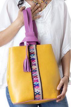 Back Pack de Piel Amarillo con Rosa. | Consulta disponibilidad en cristinaorozco.mx