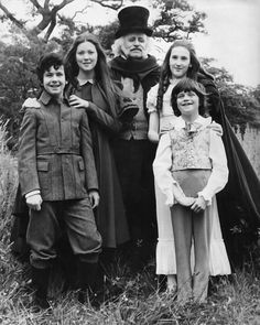 Laurence Naismith, Lynne Frederick, Garry Miller, Rosalyn Landor and Marc Granger in The Amazing Mr. Great Films, Good Movies, 1970s Movies, Old Film Stars, Mystery Film, Beautiful Film, Young At Heart, Romantic Movies, My Childhood Memories