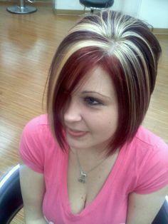 Hair Color Trends 2018 – Highlights Chunky highlights platinum vibrant red violet angled bob Discovred by : 🎀 🎀 Chunky Blonde Highlights, Brown Blonde Hair, Hair Color Highlights, Caramel Highlights, Hair Color And Cut, Haircut And Color, Multicolored Hair, Great Hair, Fall Hair