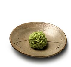Wakana mochi (Youth greens cake) - On the 7th day after New Year, Japanese used to practice an exorcism ritual. They gathered wakana (young sprouts) to make a soup called atsumono.Today, this tradition is kept alive by cooking nanakusa gayu (rice cooked with seven herbs and plants). [personnal translation]